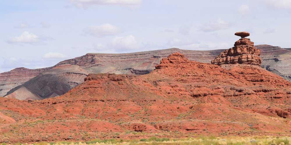 Red rock cliffs from San Juan River
