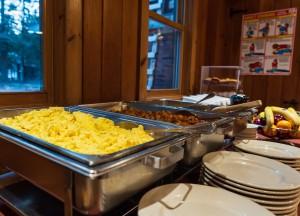 Adirondak Loj breakfast buffet
