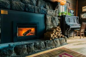 Adirondak Loj fireplace in the Great Room