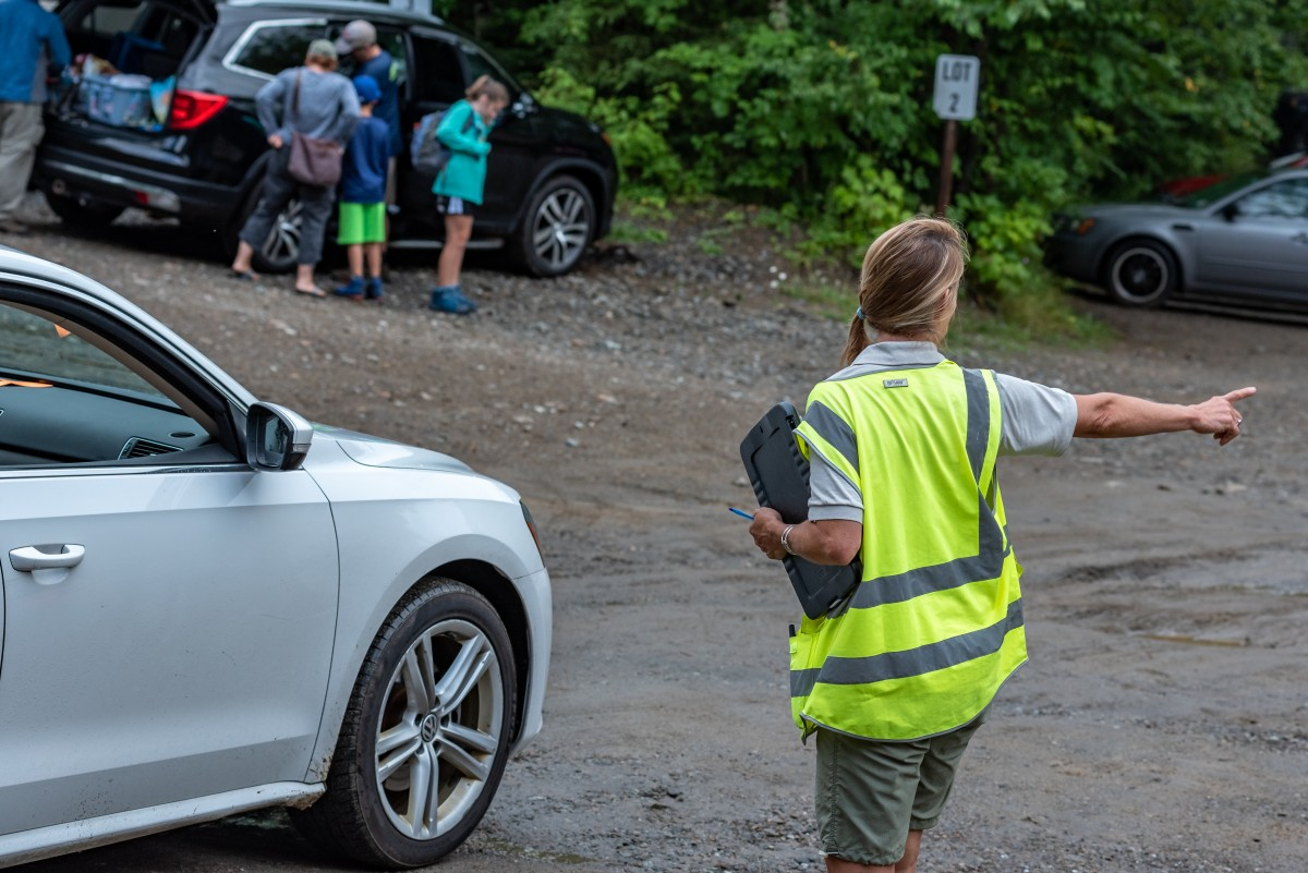 An HPIC host directs a car