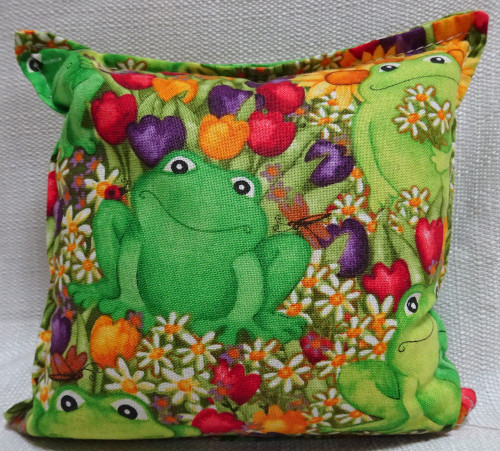 Balsam pillow with frog design