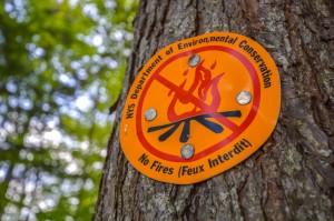 A no campfire sign